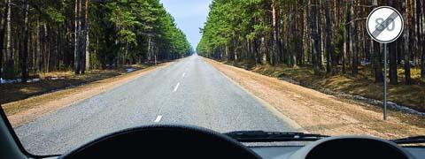 С какой максимальной скоростью Вы можете продолжить движение на легковом автомобиле с прицепом?