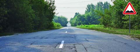 На каком расстоянии до неровного участка дороги устанавливается этот знак вне населенного пункта?