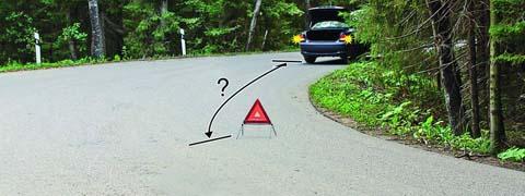 На каком расстоянии от транспортного средства должен быть выставлен знак аварийной остановки в данной ситуации?