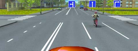 В каких направлениях Вы можете продолжить движение по крайней левой полосе на легковом автомобиле?