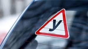 знак ученик за рулем